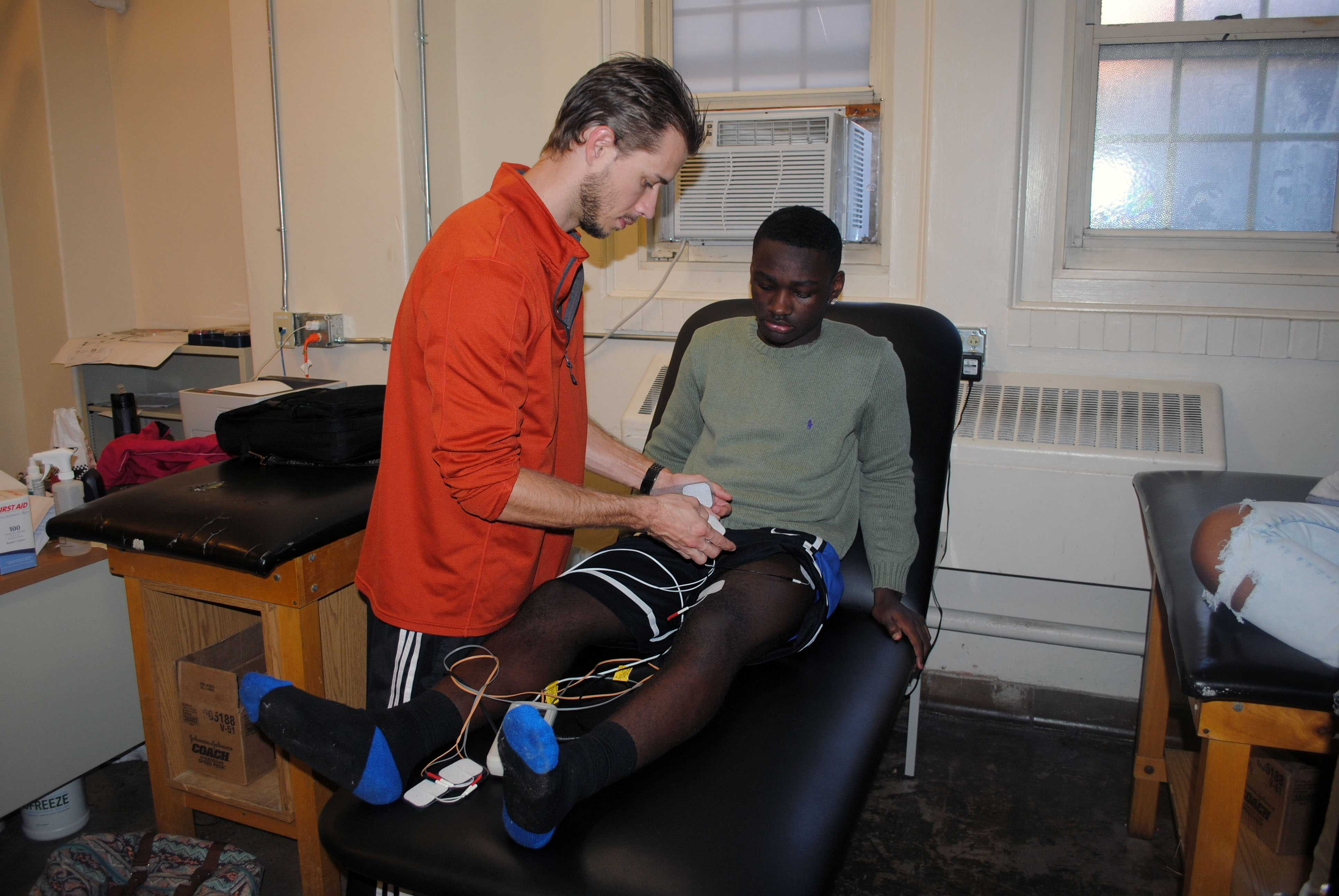 "Ryan Weilandich treats freshman Cashawn Beckum with the STEM machine to help him recover from a minor torn ACL. ""Ryan helped me recover from a minor injury in the fastest and effective way possible, which took about 3 weeks,"" said Beckum. PHOTO BY PABLO LOPEZ"
