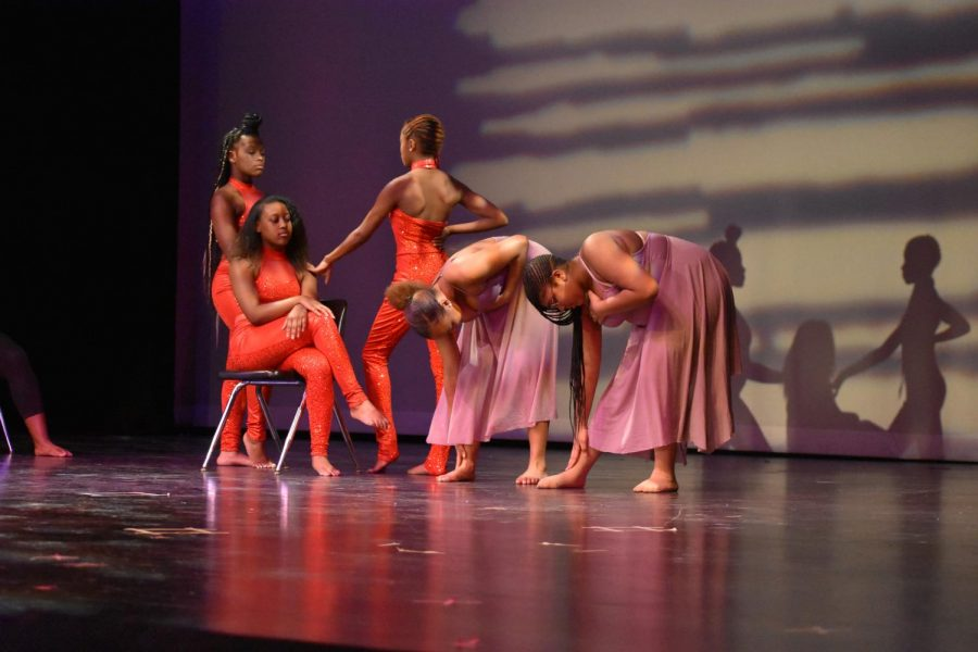 Students+in+Advanced+and+Intermediate+Dance+classes+portray+different+historical+aspects+of+female+African+Americans+to+music+by+Nina+Simone+and+Arlissa.+%E2%80%9C%5BThe+performance%5D+was+about+how+black+women+had+to+show+themselves+off+to+get+money%2C%E2%80%9D+Makaila+Ford%2C+junior%2C+said.