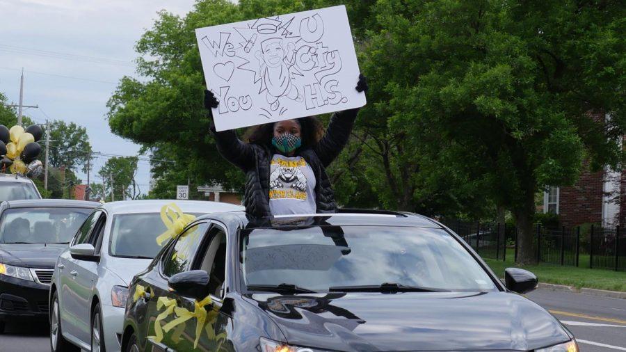 Seniors+reunite+to+be+honored+at+parade