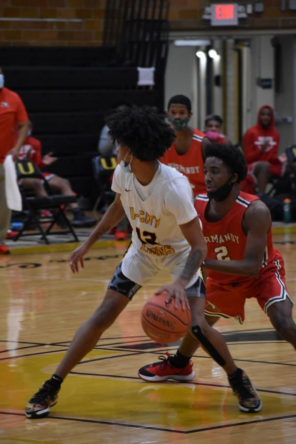 """Dribbling up the court, Barry Thomas, sophomore shooting guard, feels like a target.  """"I was getting trapped, and I was looking to pass the ball,"""" Thomas said. """"Whenever that happens, I just keep my head up, try to retreat, and look for open teammates."""""""